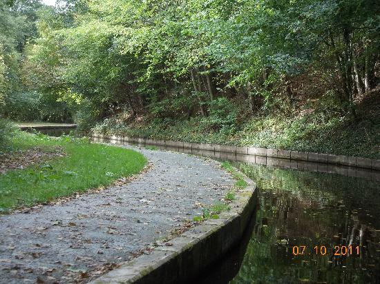 Llangollen Canal: narrow and shallow, beautiful