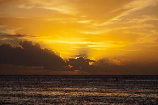 Hilton Moorea Lagoon Resort & Spa: Typical Sunset every night