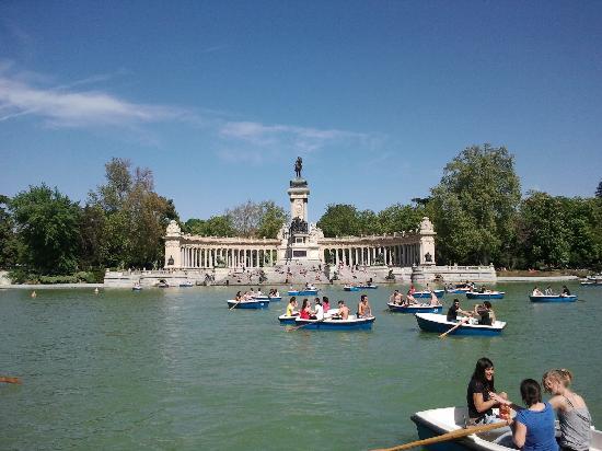 Barcas y estanque del retiro fotograf a de parque del for Parque del retiro barcas