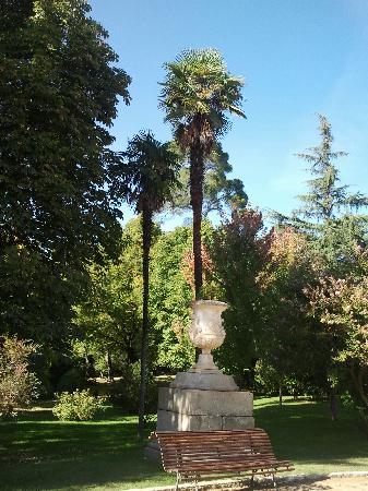 Palacio Real de Madrid: jardines del campo del moro en la cara oeste del palacio