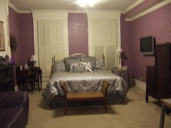 Market Street Inn: Bedroom and sitting area