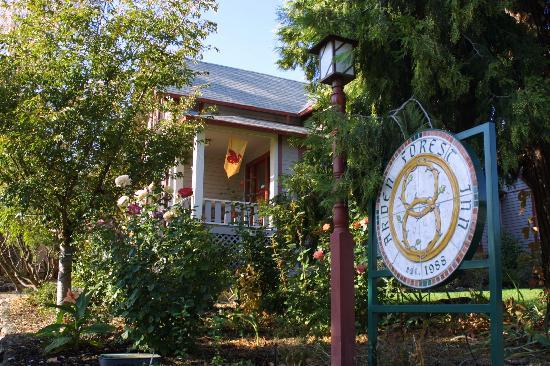 Arden Forest Inn: Front Entrance