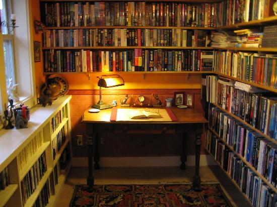 Arden Forest Inn: Library Alcove