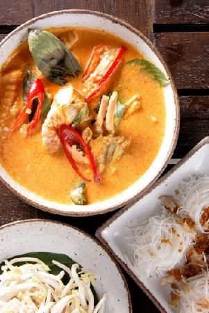 Kan Eang​@Pier​: signature crab curry with heated glass noodle
