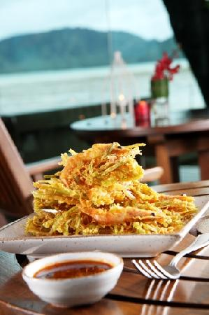 Kan Eang@Pier: Bua-tod (waterfresh seaweed booked in batter with fresh shrimp)