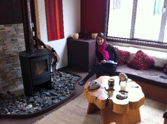 Hostal Amerindia Patagonia: Fireplace