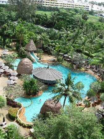Movenpick Resort & Spa Karon Beach Phuket: Overlooking main pool