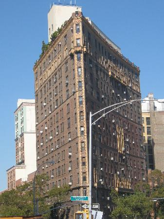 A Tour Grows in Brooklyn : Flat iron building on tour