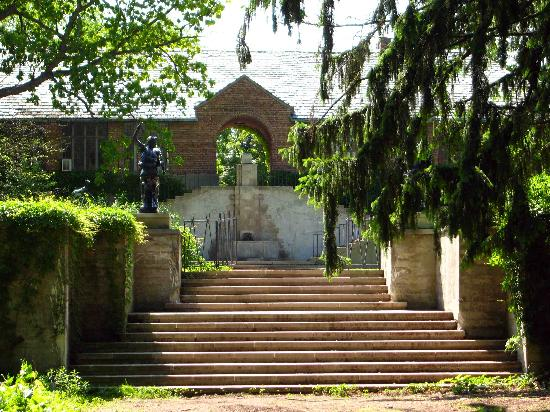 Cranbrook Art Museum: Stairs back up to the art campus and house