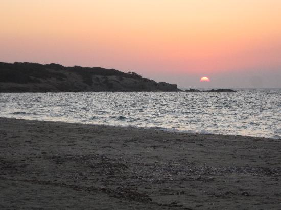 Faros Villa: sunset at Alyko Beach