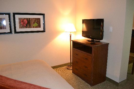 BEST WESTERN Town & Country Inn: The bedroom television