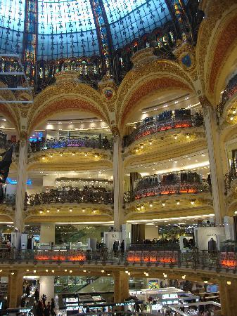 Galeries Lafayette: Centre hall