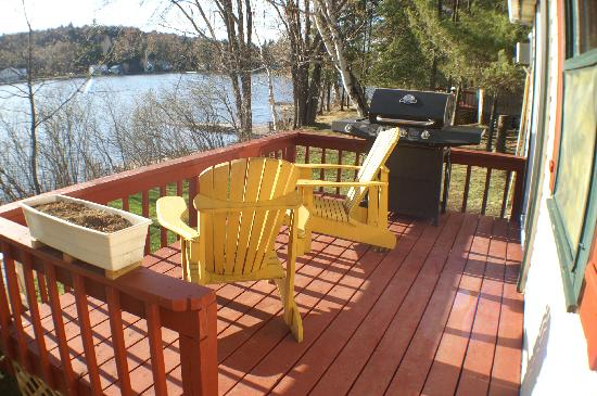 Woodland Echoes Resort: Water front Deck