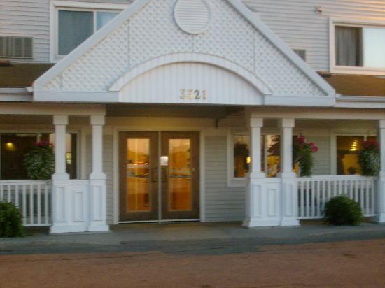Country Inn & Suites By Carlson, Regina, SK: Front door