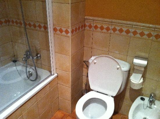 เฮช10ซาโลพริ้นซ์เซสโฮเต็ล: Toilet area in Bathroom