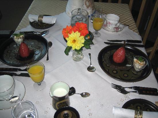 The Boathouse B&B : our breakfast setting