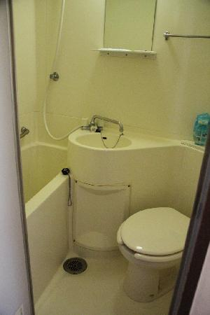 Apartment Hotel Shinjuku: Unit Bath ( if you stay longer, you have to clean yourself, i think)