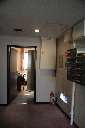 Apartment Hotel Shinjuku : The longer stay, the cheaper. Your mails are also delivered