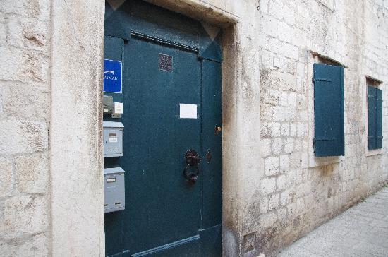 Nives Racic's Apartments: 玄関