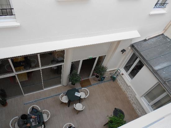 Hotel Sofia : viewfrom the window room 105