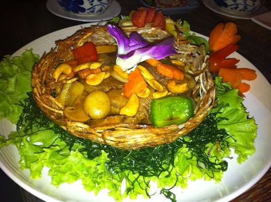 Sawasdee Restaurant: fried duck with cashew nut in taro basket