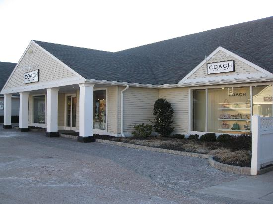 Central Valley, NY: Coach store
