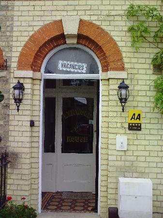 Lynwood House: Lynwood entrance