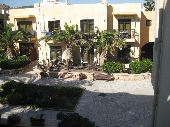 Atlantis Beach Hotel : vue sur le jardin