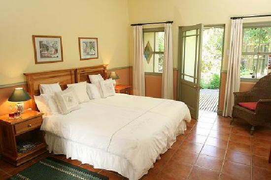 Housemartin Guest Lodge: Double rooms with own en-suite bathroom and private verandah