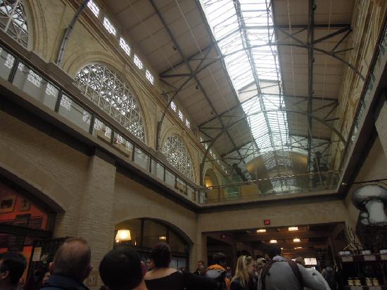 Ferry Building Marketplace: マーケット内部