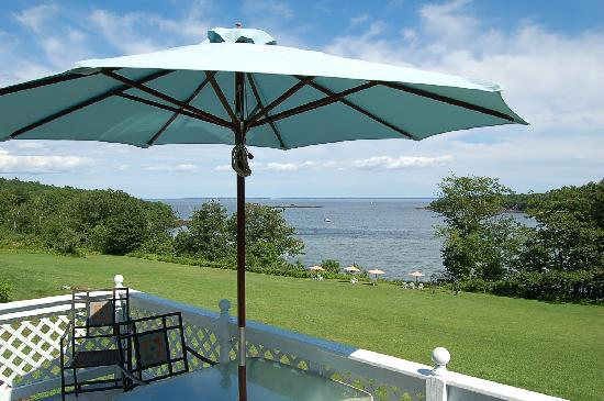 Ledges By the Bay: Cove Side Retreat