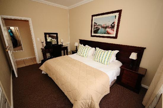 Amber Guest Lodge: Kamer met dubbel bed