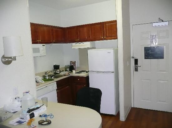 Extended Stay America - Fort Lauderdale - Cypress Creek - Park North: Kitchen