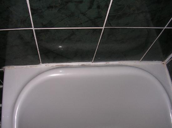 The Cumberland Hotel: Bathroom
