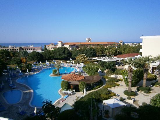 Avanti Hotel: 5th Floor pool view