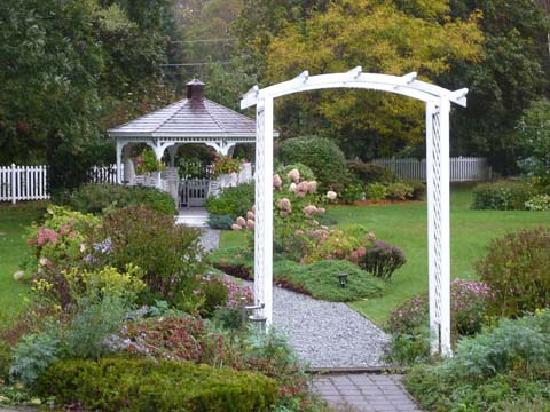 Lilac Inn: The Gardens