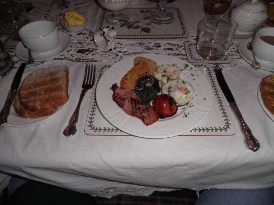 Tairoa Lodge & Cottage: Breakfast, New Zealand Style