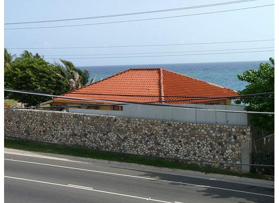 Villa Cocotero: Sea view from across the street