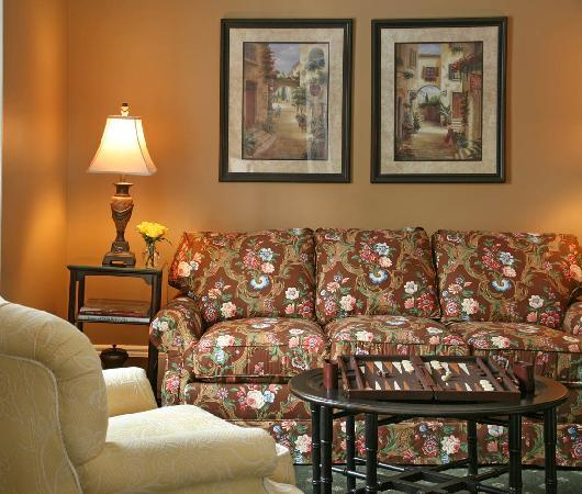 The Inn at Cooperstown: Premium Suite, Room #23 - Sitting Room Area