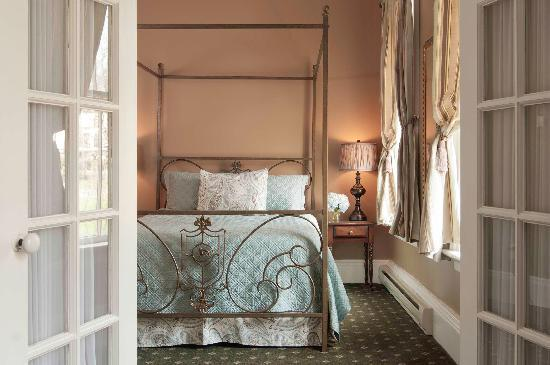 The Inn at Cooperstown: Premium Suite, Room #23 - View of Bedroom Area from Sitting Room