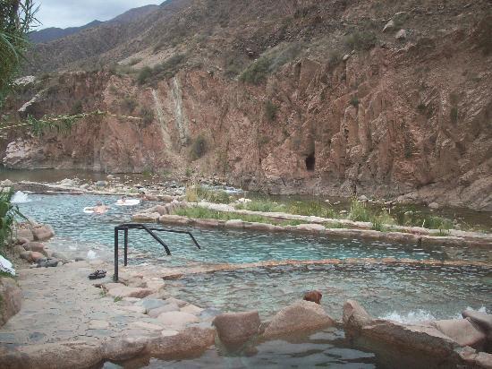 Parque de Agua Termas Cacheuta: vista de las piletas exteriores