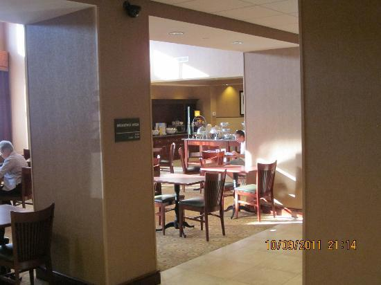 Hampton Inn & Suites Fredericksburg: Breakfast/ coffee area