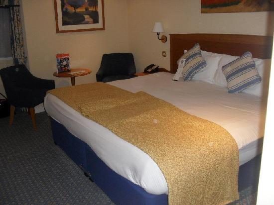 Westmead Hotel: Huge bed!!!
