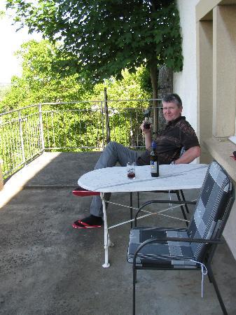 Hotel Garni : beim geniessen des offerierten Weines