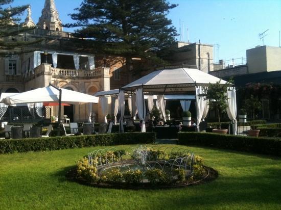 Luna the Restaurant at Palazzo Parisio: afternoon tea