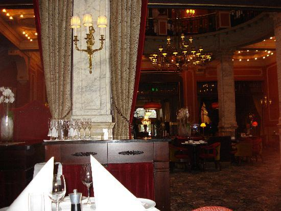 Hotel Des Indes, a Luxury Collection Hotel: Zicht vanuit het restaurant