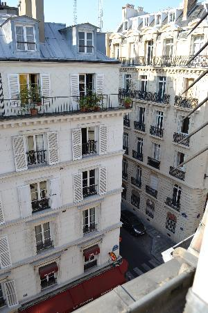 Hôtel Haussmann Saint Augustin: View of the street from the room, 5th floor
