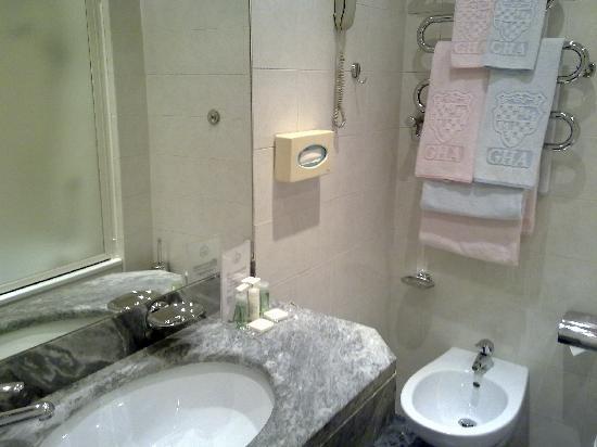 Grand Hotel Adriatico: Baño un poco clásico pero muy limpio y cómodo