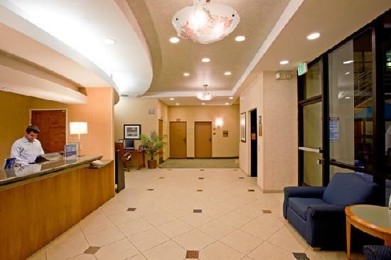 Holiday Inn Express Newport Beach: Hotel Lobby