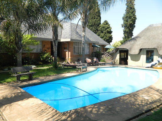 Sunrock Guesthouse: Sunrock Guest House - pool and lapa.